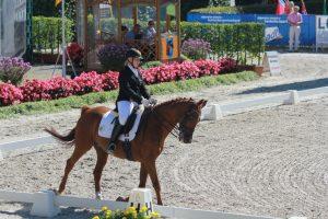 Lisette Ahrens reitet eine Dressurprüfung bei den Studierenden-Weltmeisterschaften 2012 in Aachen.