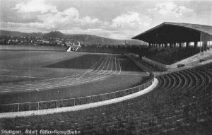 1940: Die Adolf-Hitler-Kampfbahn, damals noch ohne durchgehende Tribüne.