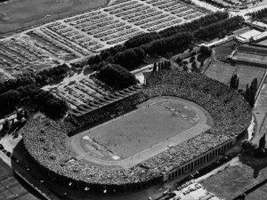 1960: Das Stadion war schon damals bis auf den letzten Platz ausverkauft.