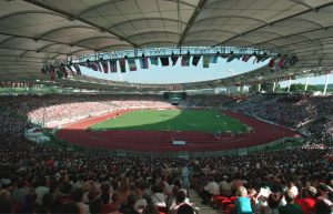 1993: Leichtathletik-WM: Das Stadion wurde rundum überdacht.