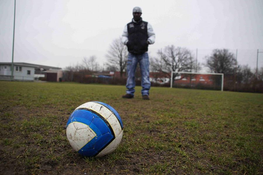 Auf einmal war er da. Keiner wusste woher. Cissé hat sich getraut in einer fremden Kultur neue Menschen kennen zu lernen. Geholfen hat ihm dabei der Fußball.